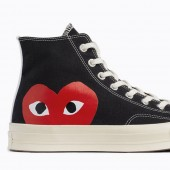 chaussure converse avec un coeur